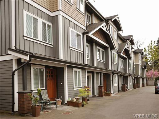 Main Photo: 113 643 Granderson Rd in VICTORIA: La Fairway Row/Townhouse for sale (Langford)  : MLS®# 698748