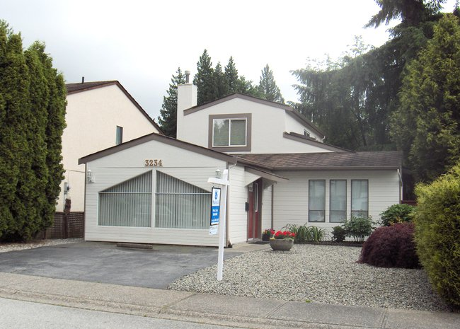 Main Photo: 3234 Mayne Crescent in Coquitlam: New Horizons Home for sale ()