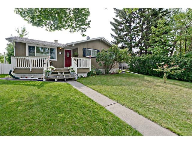 Main Photo: 6304 LACOMBE Way SW in Calgary: Lakeview House for sale : MLS®# C4020490