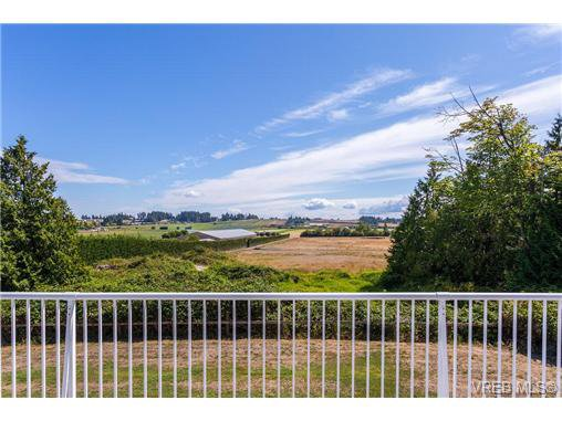 Main Photo: 6775 Danica Place in VICTORIA: CS Martindale Single Family Detached for sale (Central Saanich)  : MLS®# 369070