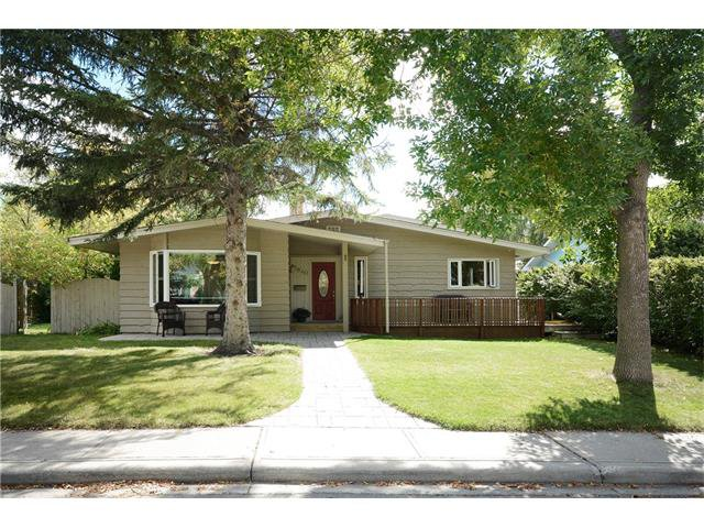 Main Photo: 3840 BRIGHTON Drive NW in Calgary: Brentwood House for sale : MLS®# C4080253