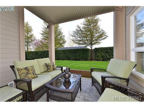 Main Photo: 101 1156 Colville Road in VICTORIA: Es Gorge Vale Condo Apartment for sale (Esquimalt)  : MLS®# 376867