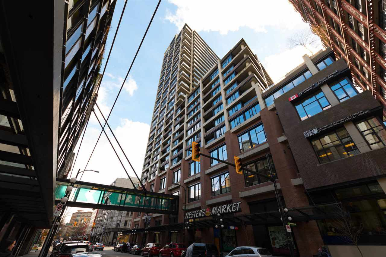 """Main Photo: 2009 108 W CORDOVA Street in Vancouver: Downtown VW Condo for sale in """"Woodwards"""" (Vancouver West)  : MLS®# R2250871"""