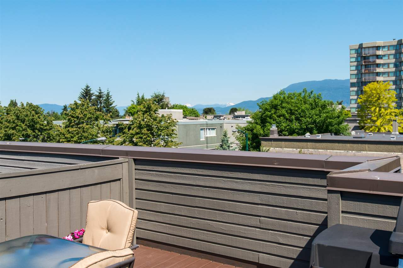 "Main Photo: 305 2001 BALSAM Street in Vancouver: Kitsilano Condo for sale in ""Balsam Mews"" (Vancouver West)  : MLS®# R2272513"