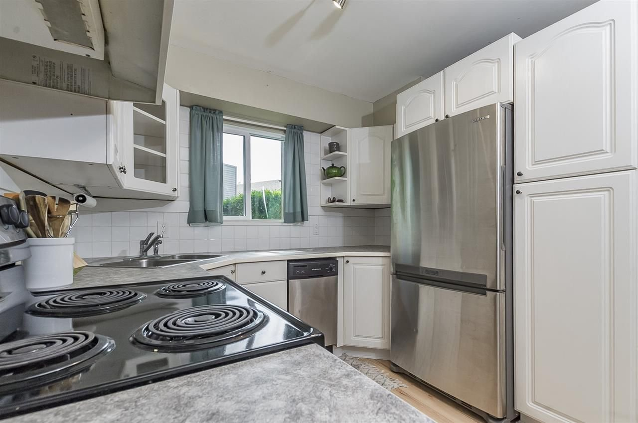 """Photo 10: Photos: 6036 W GREENSIDE Drive in Surrey: Cloverdale BC Townhouse for sale in """"Greenside Estates"""" (Cloverdale)  : MLS®# R2278034"""