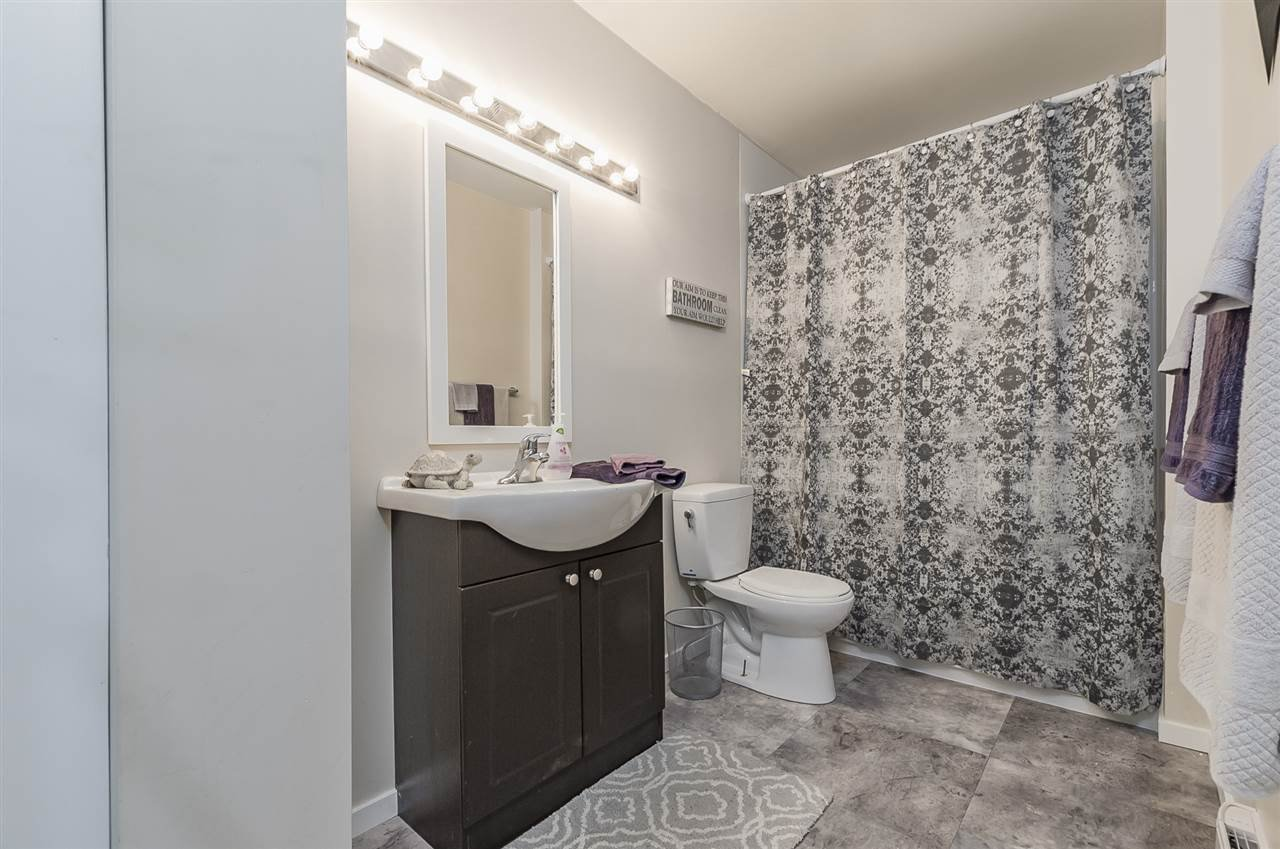 """Photo 17: Photos: 6036 W GREENSIDE Drive in Surrey: Cloverdale BC Townhouse for sale in """"Greenside Estates"""" (Cloverdale)  : MLS®# R2278034"""