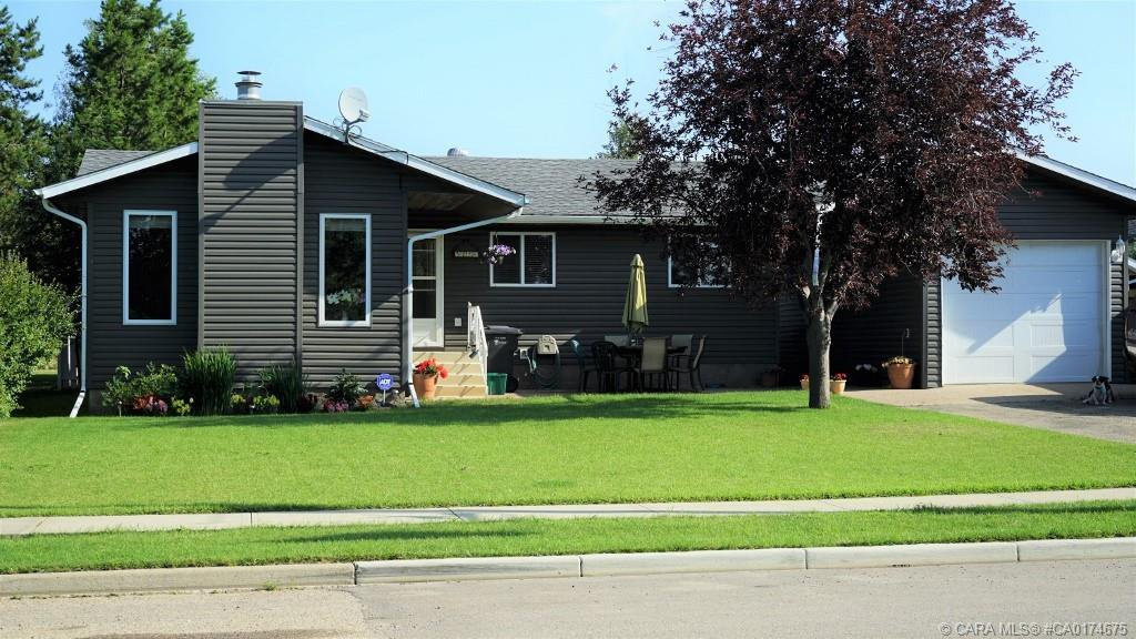 Main Photo: 5224 54 Avenue in Eckville: EE Eckville Residential for sale (Lacombe County)  : MLS®# CA0174675