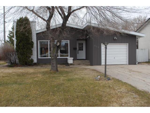 Main Photo: 611 GLENWAY Avenue in WINNIPEG: Birdshill Area Residential for sale (North East Winnipeg)  : MLS®# 1106124