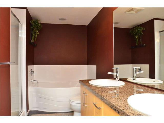 Photo 7: Photos: 213 300 KLAHANIE Drive in Port Moody: Port Moody Centre Condo for sale : MLS®# V908285