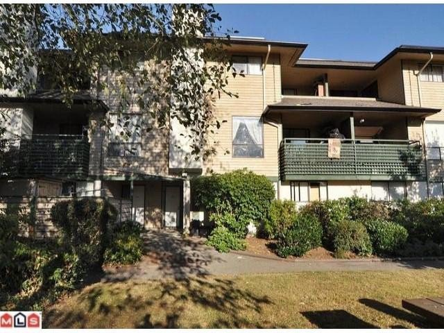 """Main Photo: 10586  HOLLY PARK LN in Surrey: Guildford Townhouse for sale in """"Holly Park Lane"""" (North Surrey)  : MLS®# F1307300"""