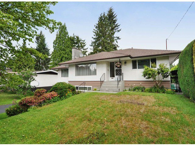 "Main Photo: 821 COTTONWOOD Avenue in Coquitlam: Coquitlam West House for sale in ""WEST COQUITLAM"" : MLS®# V1067082"