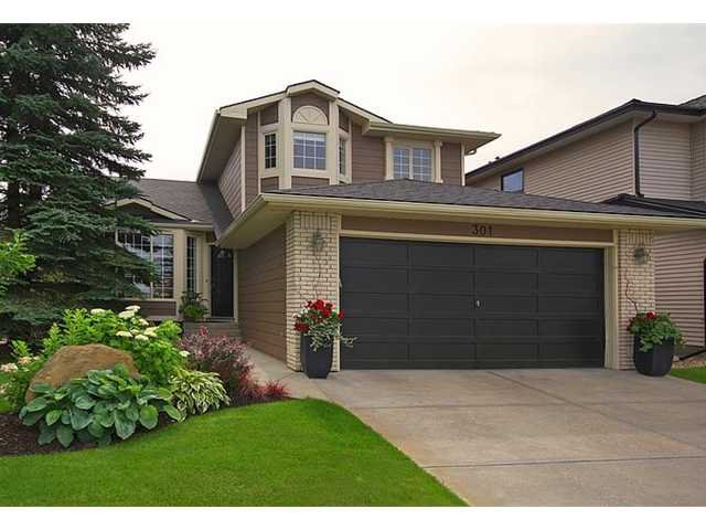 Main Photo: 301 SUNMILLS Drive SE in Calgary: Sundance Residential Detached Single Family for sale : MLS®# C3636462