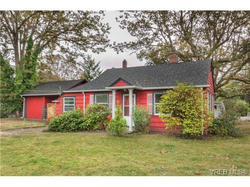 Main Photo: 4131 Tuxedo Dr in VICTORIA: SE Lake Hill House for sale (Saanich East)  : MLS®# 689549