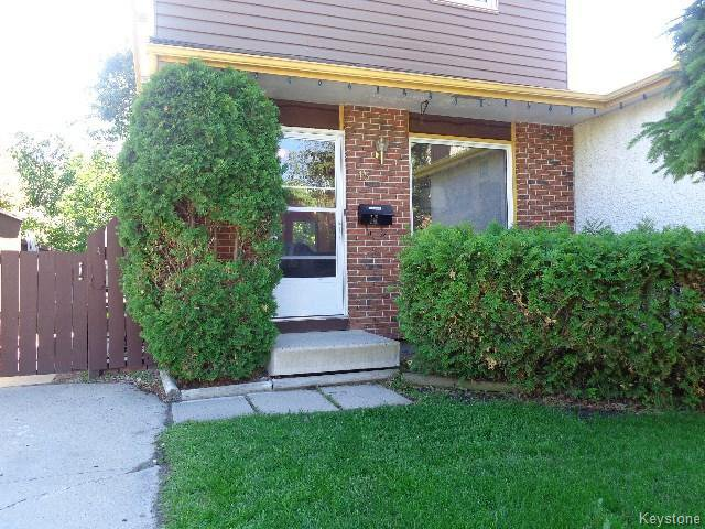 Main Photo: 15 SPARROW Road in WINNIPEG: Charleswood Residential for sale (South Winnipeg)  : MLS®# 1516919