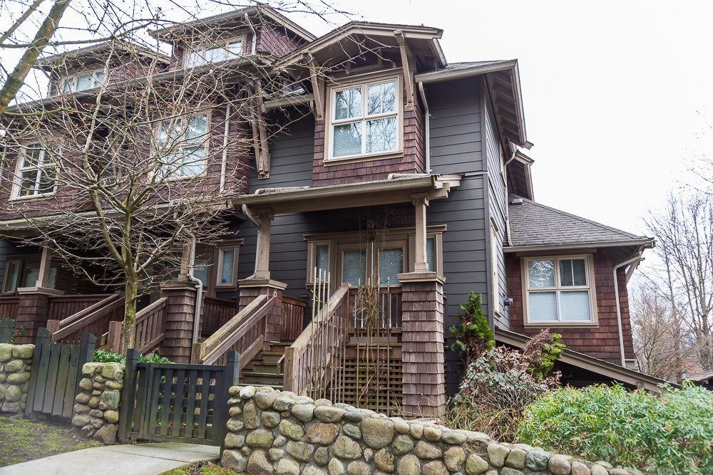 """Main Photo: 251 600 PARK Crescent in New Westminster: GlenBrooke North Townhouse for sale in """"THE ROYCROFT"""" : MLS®# R2141871"""