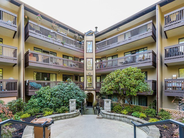 "Main Photo: 316 9847 MANCHESTER Drive in Burnaby: Cariboo Condo for sale in ""Barclay Woods"" (Burnaby North)  : MLS®# R2174146"