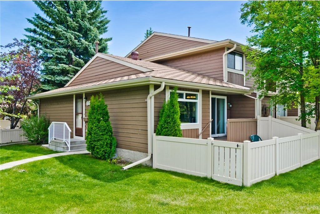Main Photo: 66 14736 Deerfield Drive SE in Calgary: Deer Run House for sale : MLS®# C4123250