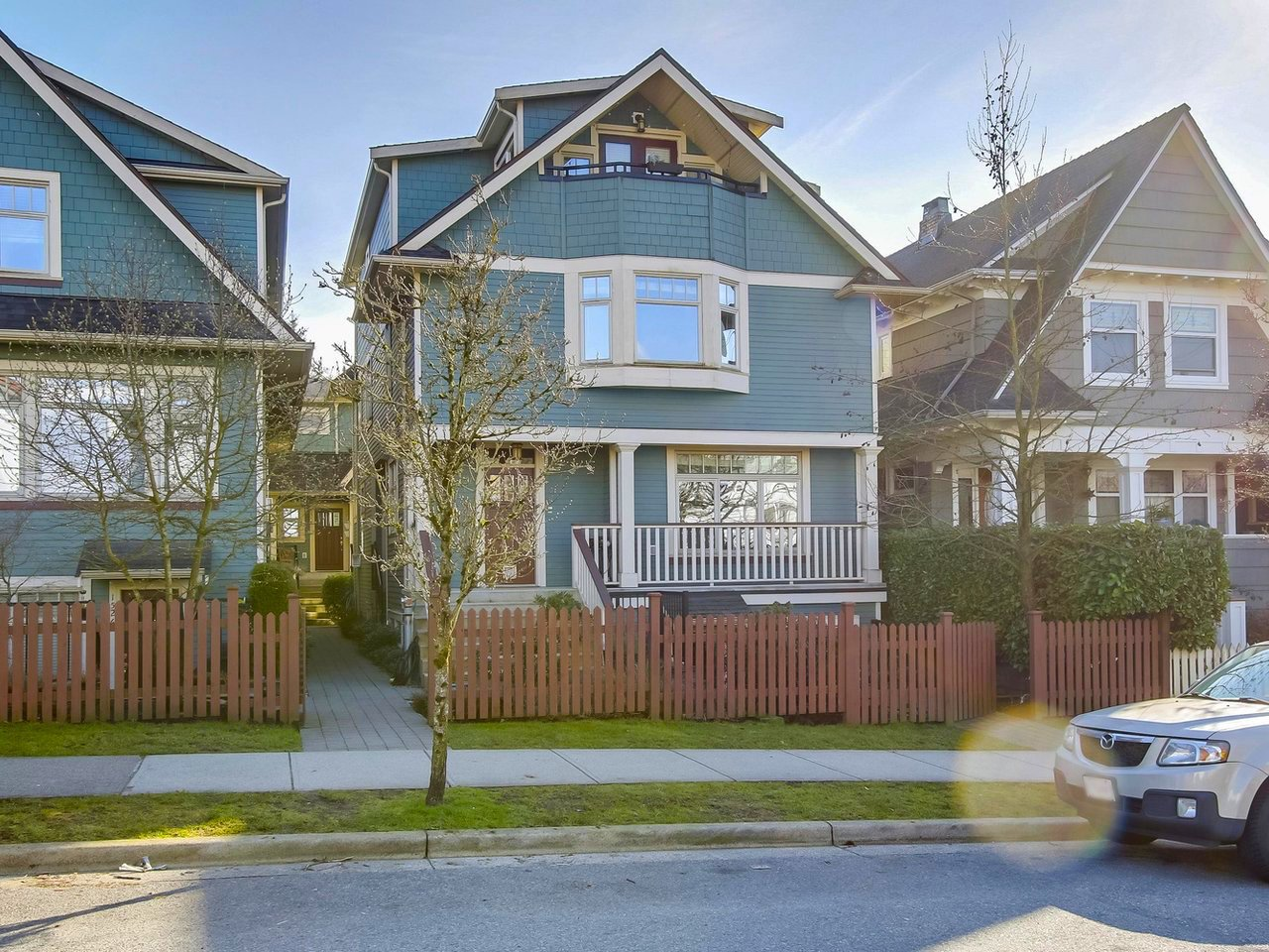 """Main Photo: 1516 GRAVELEY Street in Vancouver: Grandview VE Townhouse for sale in """"GRAVELEY HEIGHTS"""" (Vancouver East)  : MLS®# R2246874"""