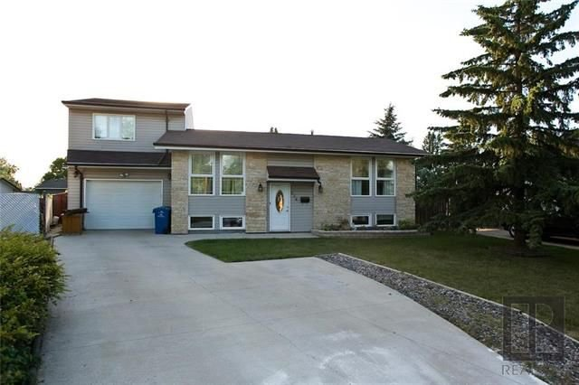 Main Photo: 174 James Carleton Drive in Winnipeg: Maples Residential for sale (4H)  : MLS®# 1820048