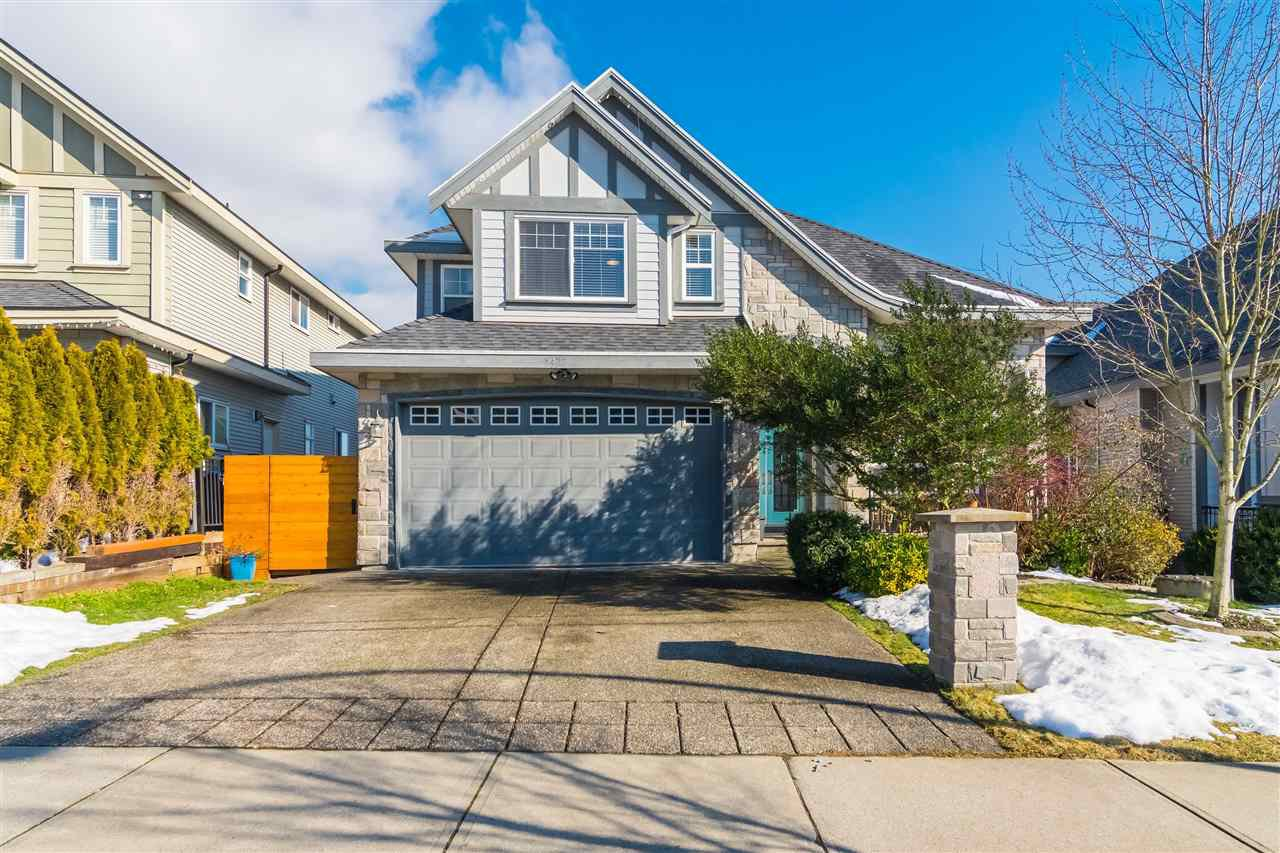 Main Photo: 5472 189A Street in Surrey: Cloverdale BC House for sale (Cloverdale)  : MLS®# R2342314