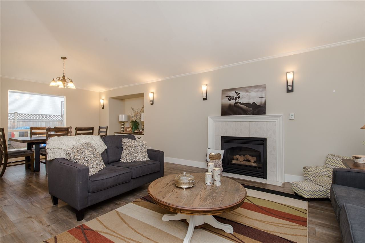 """Photo 4: Photos: 20672 93 Avenue in Langley: Walnut Grove House for sale in """"Greenwood"""" : MLS®# R2361168"""