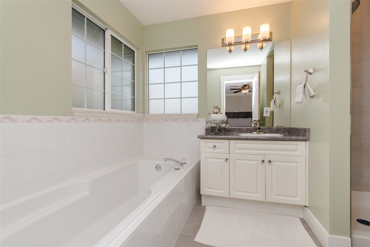 """Photo 18: Photos: 20672 93 Avenue in Langley: Walnut Grove House for sale in """"Greenwood"""" : MLS®# R2361168"""