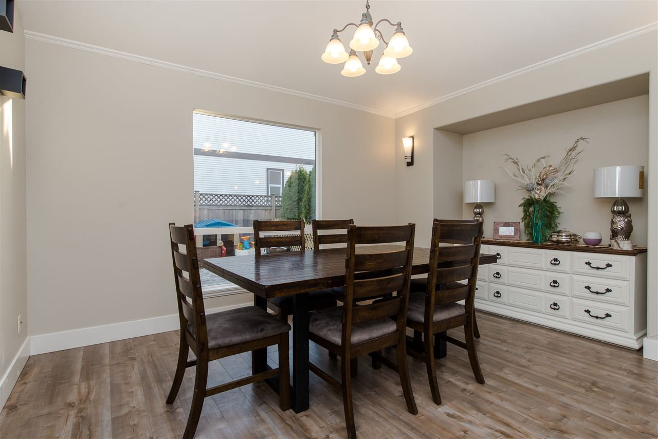 """Photo 6: Photos: 20672 93 Avenue in Langley: Walnut Grove House for sale in """"Greenwood"""" : MLS®# R2361168"""