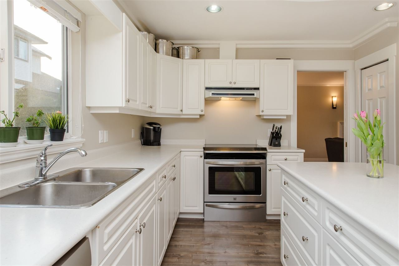 """Photo 11: Photos: 20672 93 Avenue in Langley: Walnut Grove House for sale in """"Greenwood"""" : MLS®# R2361168"""