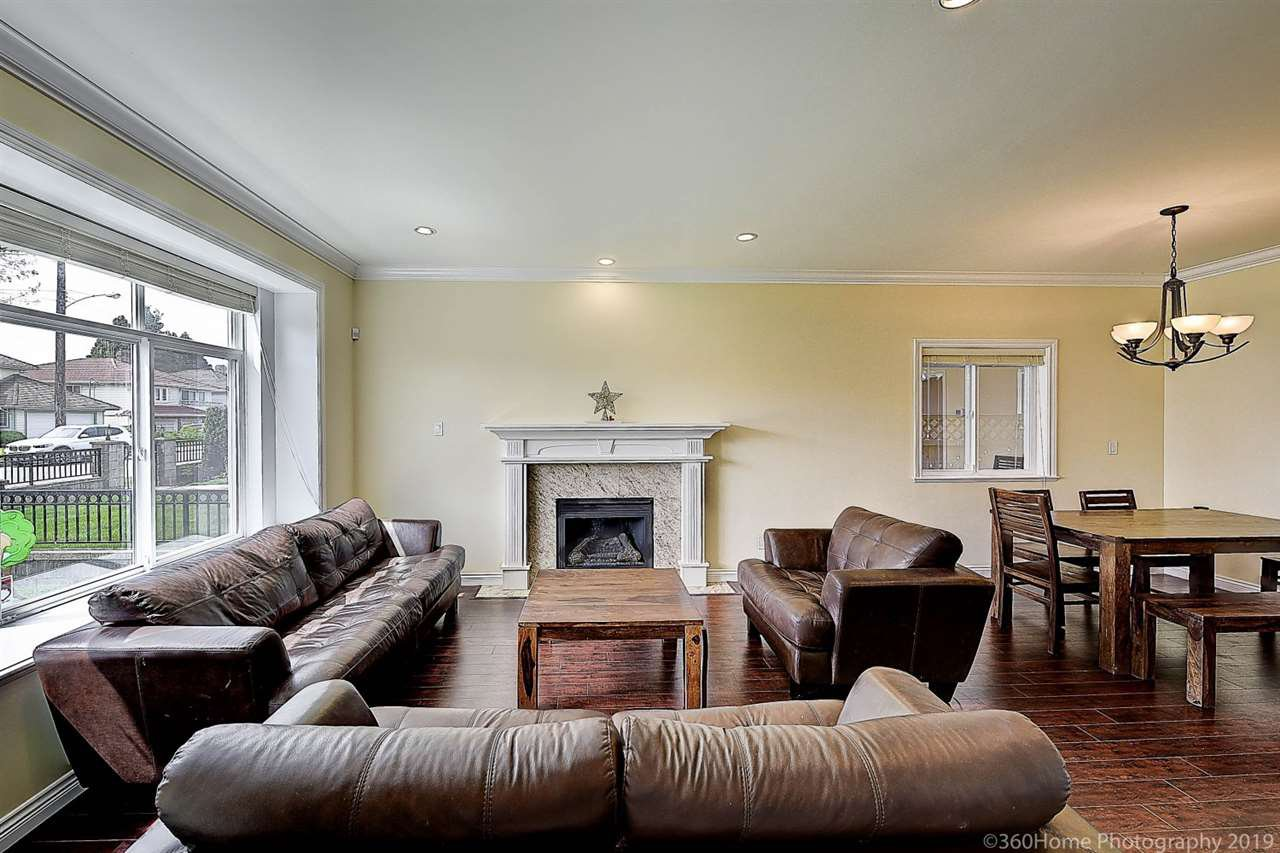 Photo 4: Photos: 5025 IRMIN Street in Burnaby: Metrotown 1/2 Duplex for sale (Burnaby South)  : MLS®# R2367509
