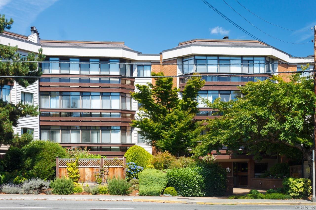 Main Photo: 111 1560 Hillside Ave in : Vi Oaklands Condo Apartment for sale (Victoria)  : MLS®# 851555