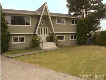 Main Photo: 2431 Sarah Pl in VICTORIA: Co Colwood Lake House for sale (Colwood)  : MLS®# 578149