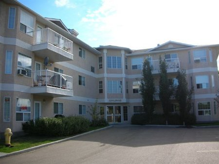 Main Photo: #305, 2 ALPINE BOULEVARD: House for sale (Akinsdale)