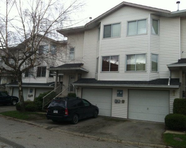 "Main Photo: 2 5904 vedder Road in Chilliwack: Townhouse for sale in ""Park View Place"" : MLS®# H1202750"