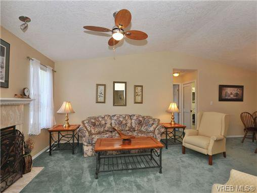 Main Photo: 40 Eagle Lane in VICTORIA: VR Glentana Manufactured Home for sale (View Royal)  : MLS®# 684761