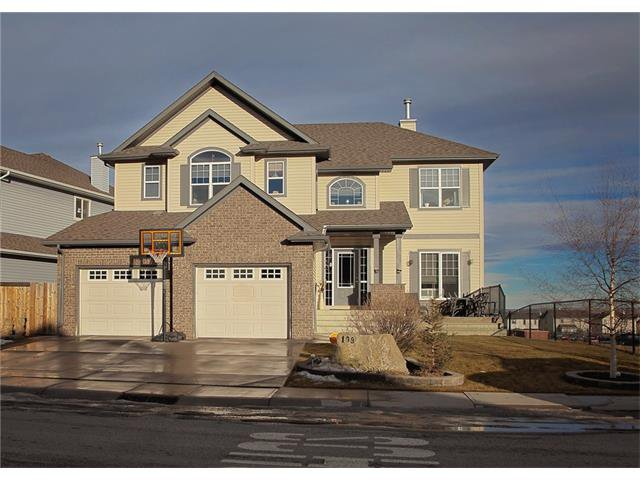 Main Photo: 108 WESTMOUNT Road: Okotoks House for sale : MLS®# C4046729
