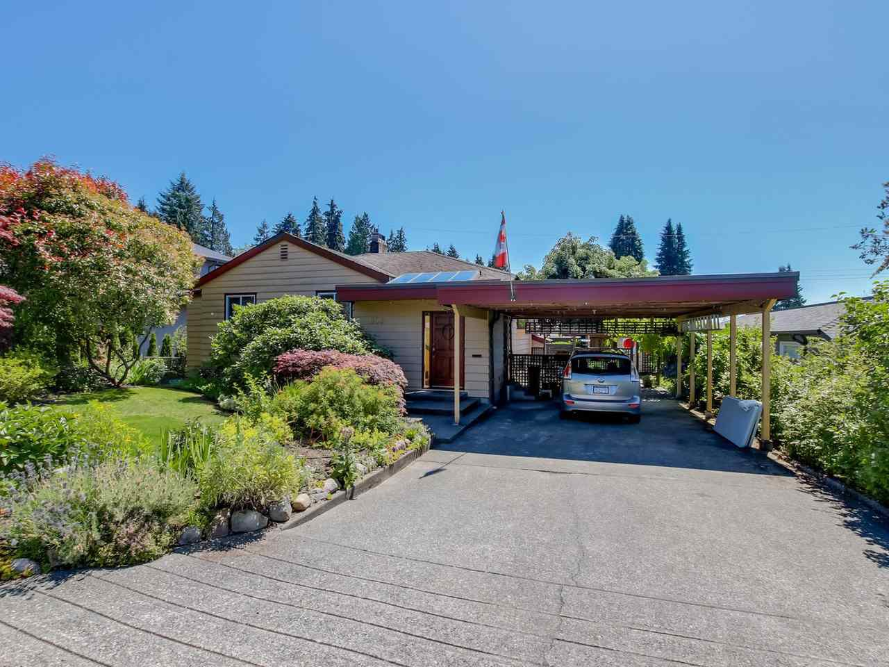 """Main Photo: 905 WENTWORTH Avenue in North Vancouver: Forest Hills NV House for sale in """"Forest Hills"""" : MLS®# R2086754"""