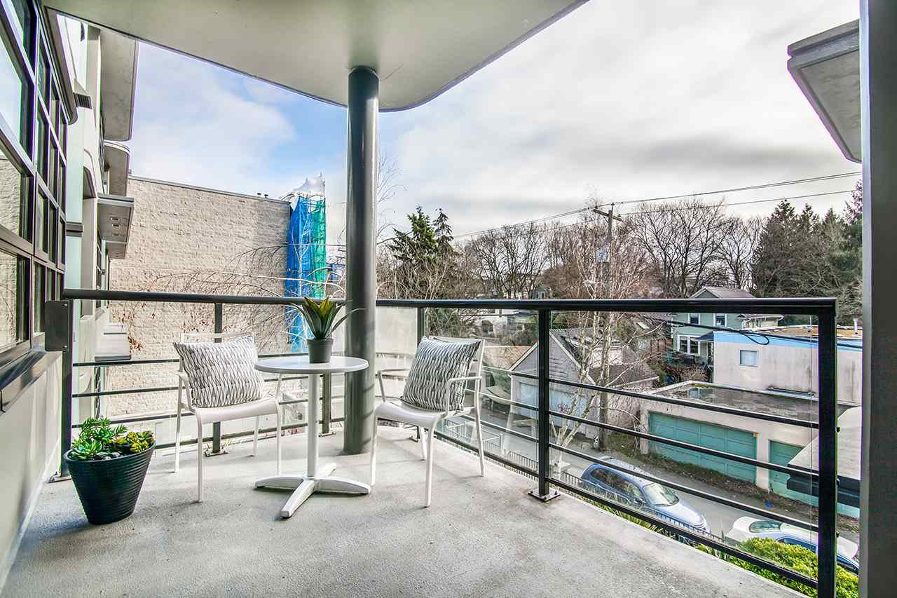 "Photo 8: Photos: 309 2828 YEW Street in Vancouver: Kitsilano Condo for sale in ""Bel-Air"" (Vancouver West)  : MLS®# R2341848"