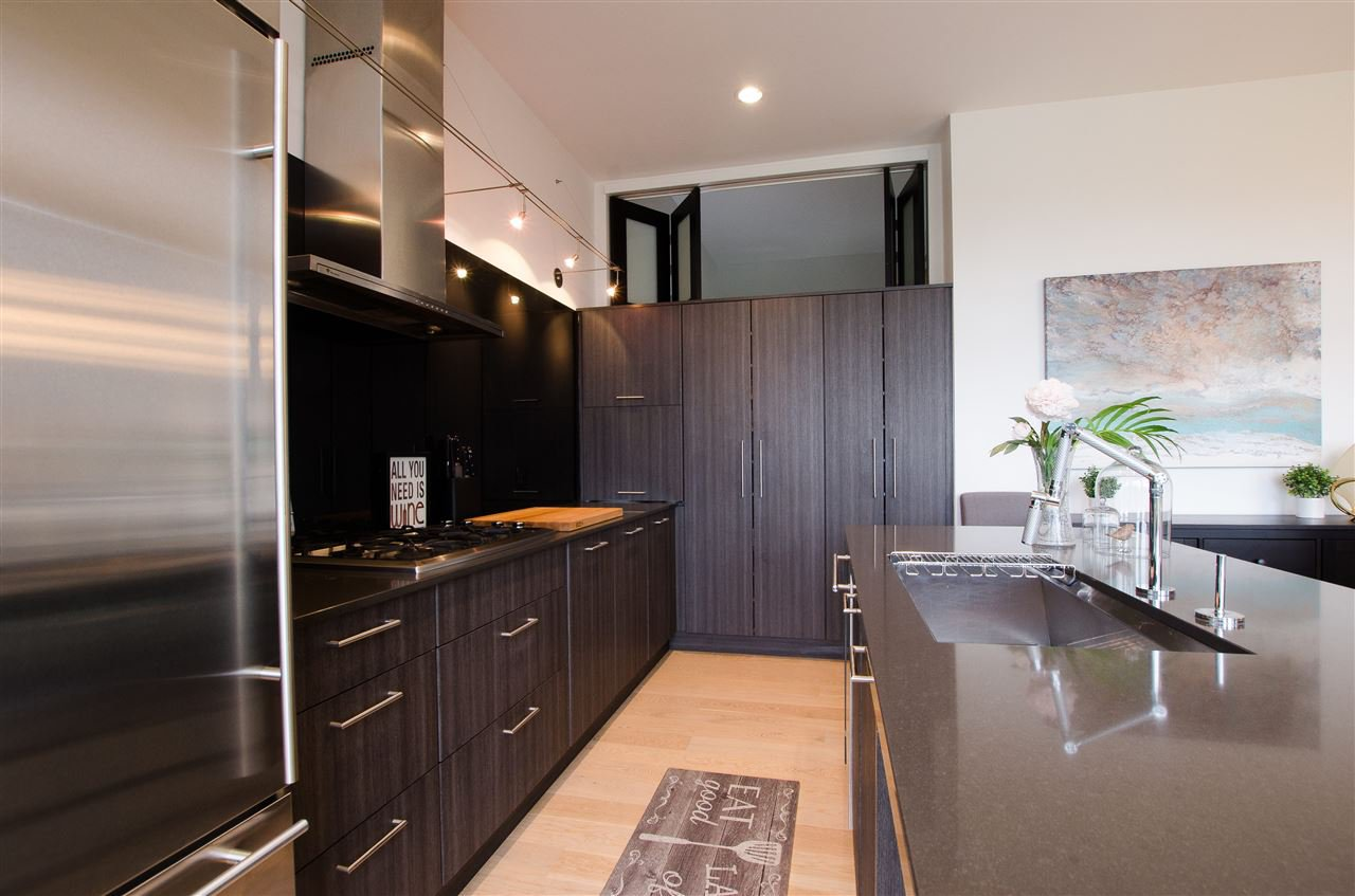 """Photo 8: Photos: 316 220 SALTER Street in New Westminster: Queensborough Condo for sale in """"GLASSHOUSE"""" : MLS®# R2357934"""