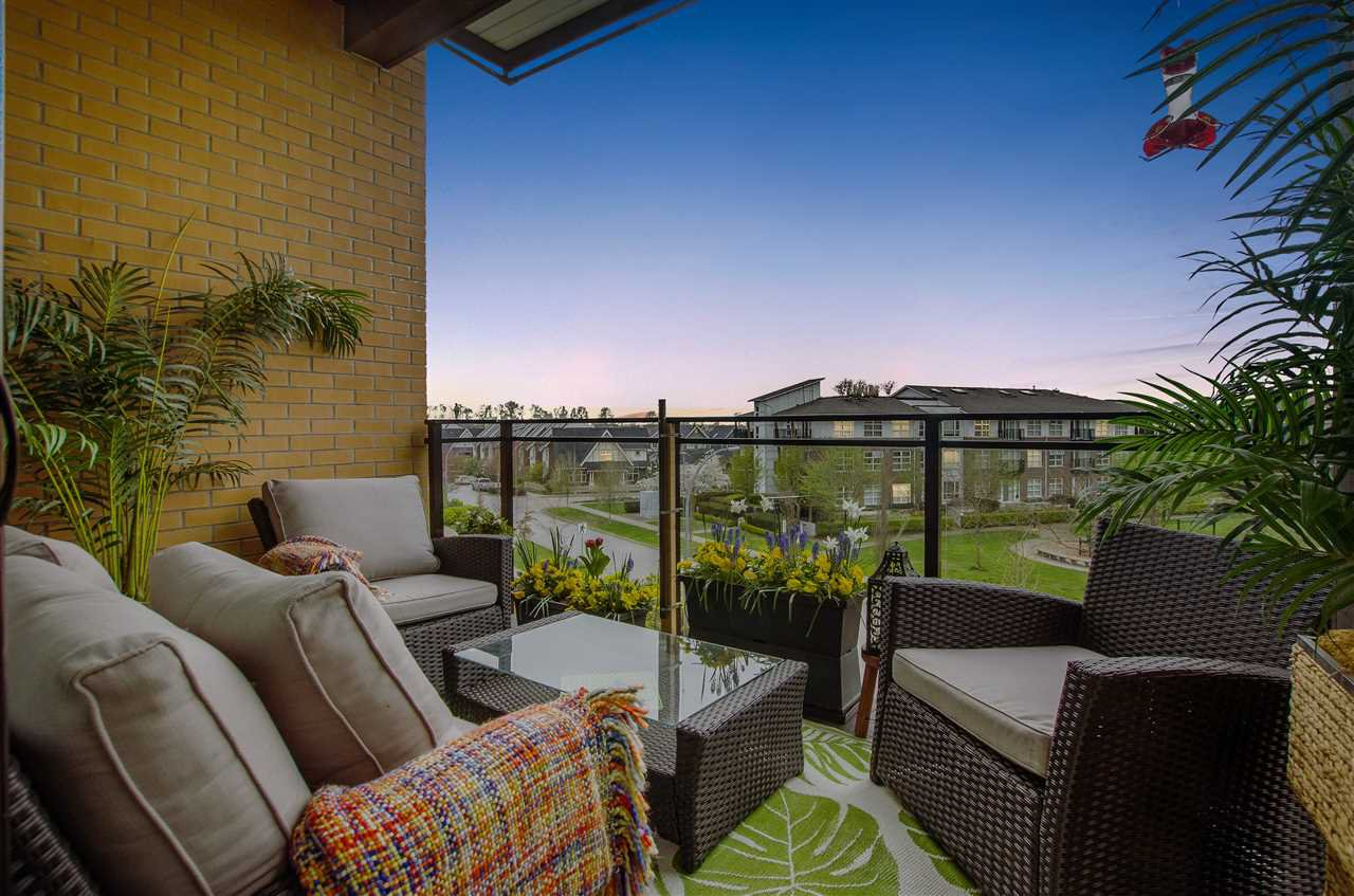 """Photo 14: Photos: 316 220 SALTER Street in New Westminster: Queensborough Condo for sale in """"GLASSHOUSE"""" : MLS®# R2357934"""