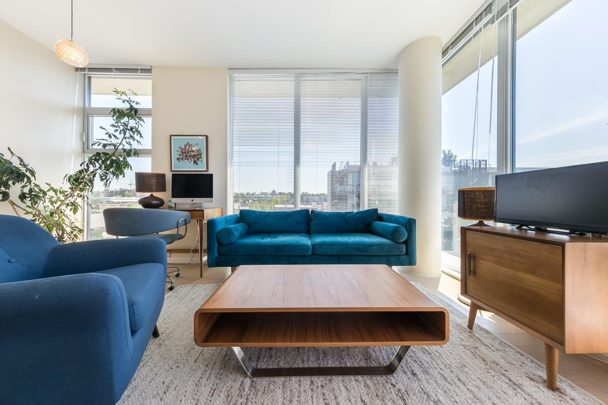 "Main Photo: 904 38 W 1ST Avenue in Vancouver: False Creek Condo for sale in ""THE ONE"" (Vancouver West)  : MLS®# R2373483"