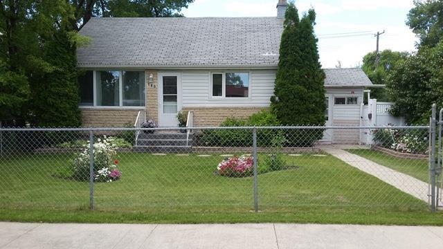 Main Photo: 708 Buchanan Boulevard in Winnipeg: Crestview Residential for sale (5H)  : MLS®# 1915180