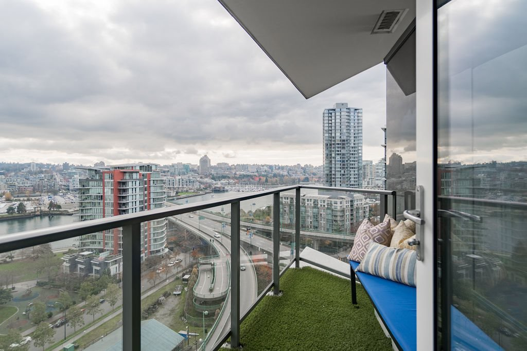 "Photo 17: Photos: 1757 38 SMITHE Street in Vancouver: Downtown VW Condo for sale in ""ONE PACIFIC"" (Vancouver West)  : MLS®# R2388568"