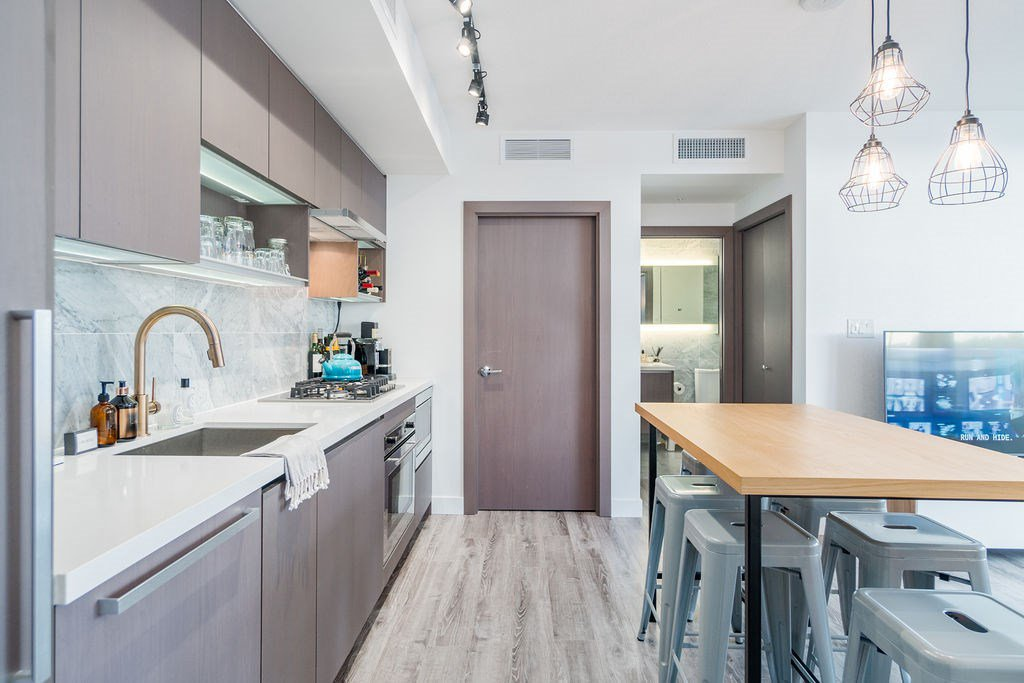 "Photo 6: Photos: 1757 38 SMITHE Street in Vancouver: Downtown VW Condo for sale in ""ONE PACIFIC"" (Vancouver West)  : MLS®# R2388568"
