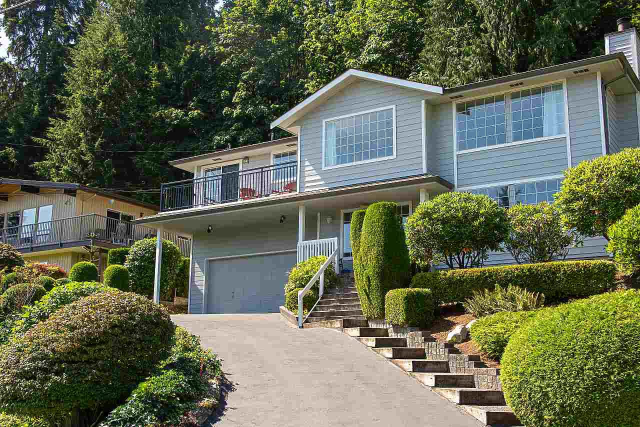 Main Photo: 1857 CLIFFWOOD Road in North Vancouver: Deep Cove House for sale : MLS®# R2401925