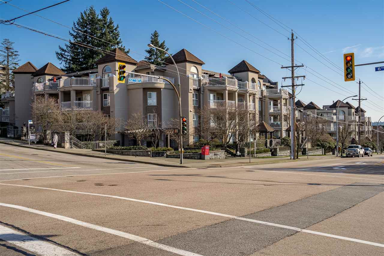 "Main Photo: 405 1128 SIXTH Avenue in New Westminster: Uptown NW Condo for sale in ""Kingsgate House"" : MLS®# R2433954"