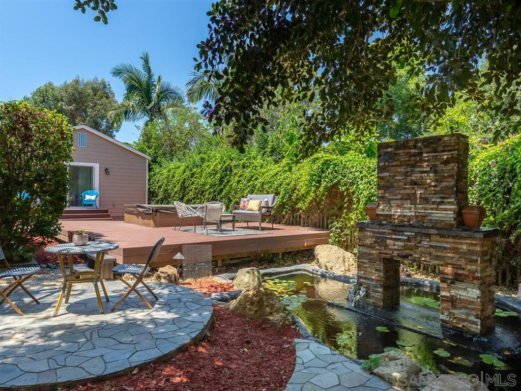 Main Photo: VISTA House for sale : 3 bedrooms : 950 Eucalyptus Ave