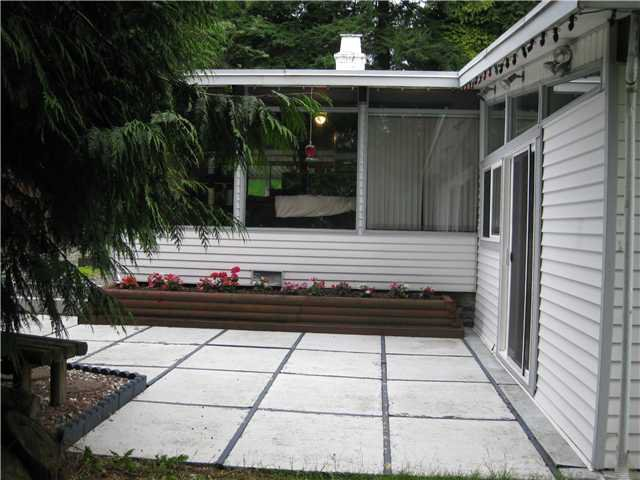 """Photo 2: Photos: 1922 WARWICK in Port Coquitlam: Mary Hill House for sale in """"Mary Hill"""" : MLS®# V903188"""
