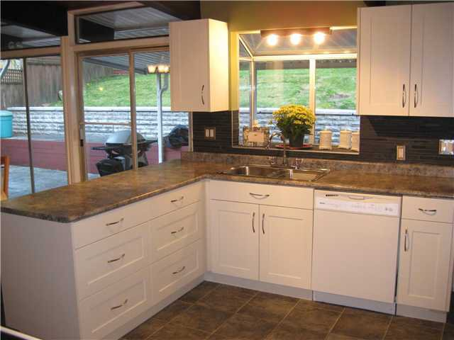 """Photo 8: Photos: 1922 WARWICK in Port Coquitlam: Mary Hill House for sale in """"Mary Hill"""" : MLS®# V903188"""