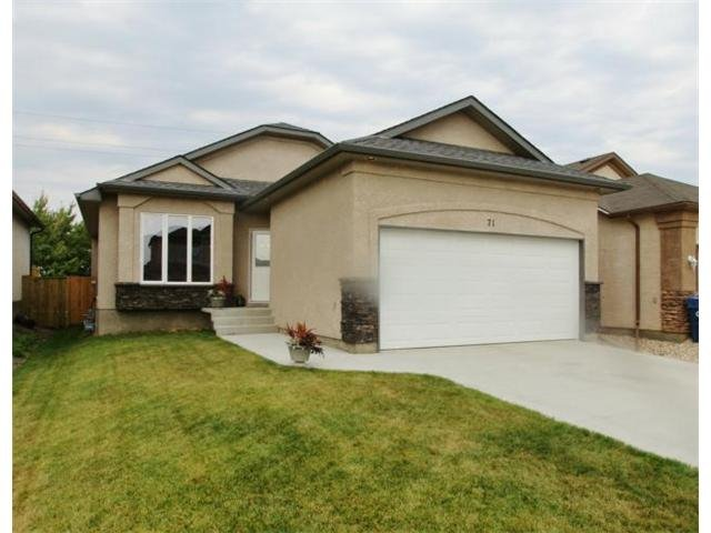 Main Photo: 71 Helen Mayba Crescent in Winnipeg: Transcona Residential for sale (North East Winnipeg)  : MLS®# 1219010