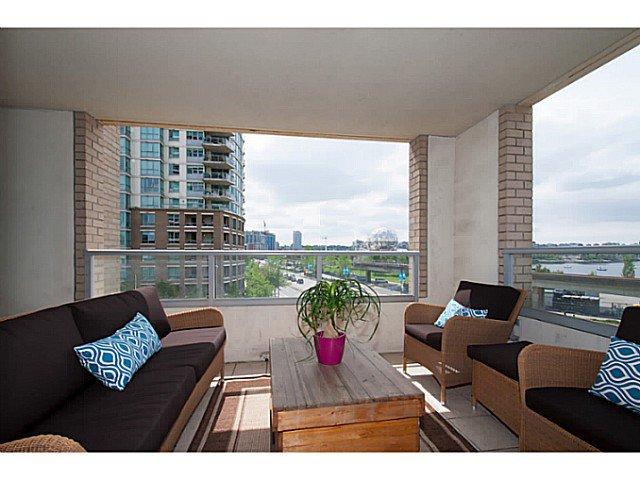 """Main Photo: 405 125 MILROSS Avenue in Vancouver: Mount Pleasant VE Condo for sale in """"Citygate at Creekside"""" (Vancouver East)  : MLS®# V1065427"""